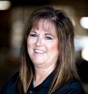 Unruh-Fab-Kansas-glass-transporting-our-company-team-Robin-Donker